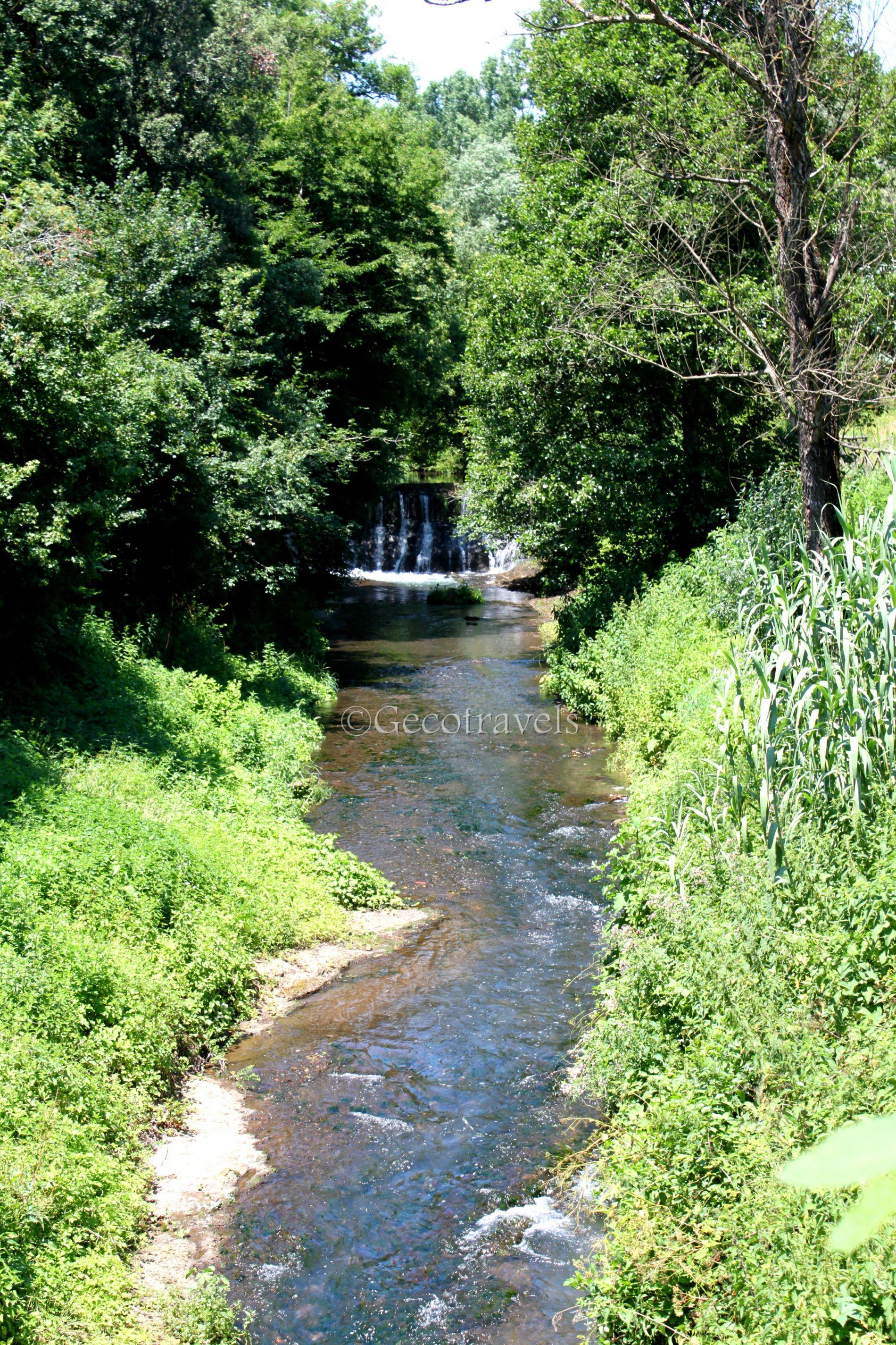 Rio Fratta che attraversa la valle del Sambuco